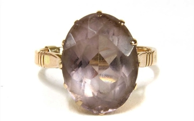 A gold single stone amethyst ring