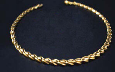 Articulated necklace in yellow gold (750 thousandths) with slightly twisted links.