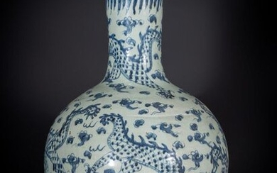 Chinese Art. A large tianqiuping vase with blue and white decoration China, Qing dynasty, 19th century. Of imposing size, with decoration of dragons, clouds and the flaming pearl. Provenance: Italian private collection, purchased on the French antique...
