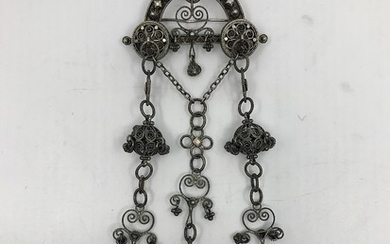 David Andersen: A filigree silver brooch. Made and marked by David Andersen, Norway 1888–1925. Weight app. 35 g. 16×5.8 cm.