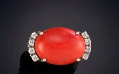 RING WITH CORAL CABOCHON AND GLITTER ON THE SIDES. Frame in 18K white gold. Total weight of the diamonds 0.30K. Output: 450.00 Euros. (74.874 Ptas.)