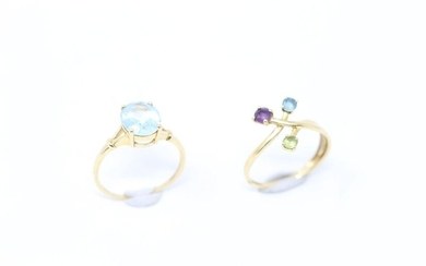 Set of two 18k (750) yellow gold rings, one with an oval aquamarine, the other with coloured stones.