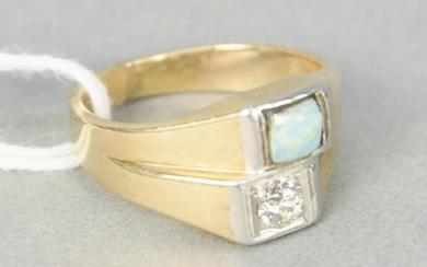 14 karat yellow gold ring set with diamond and opal, 8
