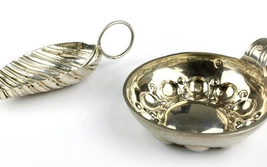 2 small silver pieces, France 1st h. 19th century, Tastevin, 950 Silver, 1st third of the 19th century, hallmarked, d: 7 cm, weight: 27 g. and cuillère de caddie, 800 Silver, m. 19th century, l: approx. 9 cm, weight: 13 g., signs of age and wear, 2130...