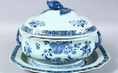 A 18TH / 19TH CENTURY CHINESE BLUE & WHITE PORCELAIN
