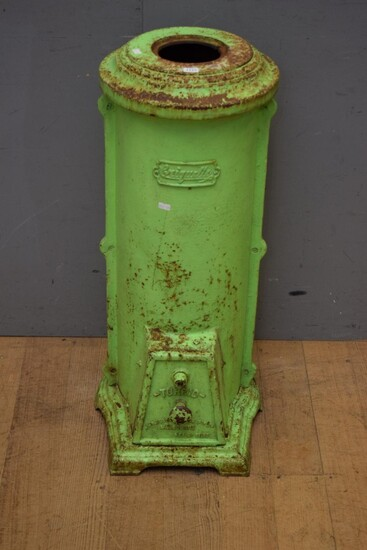 A 1900S AUSTRALIAN PAINTED GREEN CAST IRON CRIQUETTE HEATER WITH ORIGINAL GRATE AND REMOVABLE LOWER DOOR (84H x 34D CM) (PLEASE NOTE...