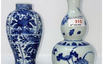 A Chinese blue and white double gourd vase, ht 19.5cm and a ...