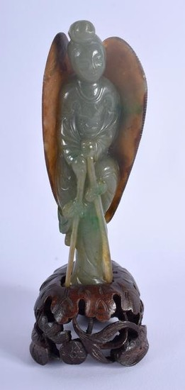 A FINE EARLY 20TH CENTURY CHINESE CARVED JADEITE FIGURE