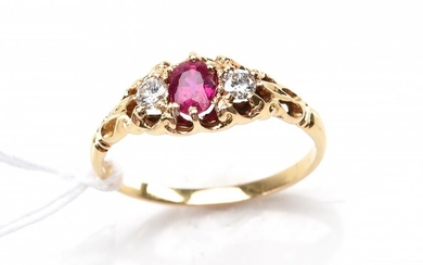 A RUBY AND DIAMOND HALF HOOP RING IN 18CT GOLD, (RUBY 0.54CTS, DIAMONDS TOTAL 0.16CTS) SIZE N, 2.5 GMS