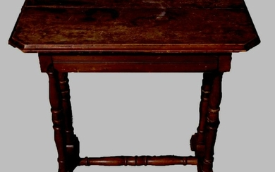 AMERICAN ANTIQUE SIDE TABLE
