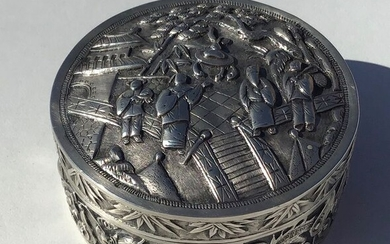 Chinese Silver Repousse Snuff Box (1) - .900 silver - China - Second half 19th century