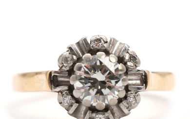 Diamond ring set with a brilliant-cut diamonds totalling app. 1.12 ct., mounted in 14k gold and white gold. Size 62. Weight app. 5 g. 1960's.