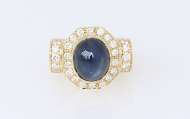 Fine Yellow gold Sapphire & Diamonds ring.