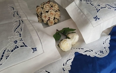 Lavish extra pure linen sheet with scalloped cutwork embroidery, entirely handmade