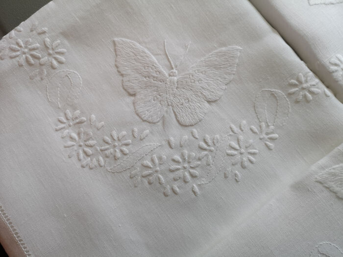 Linen sheet with Butterflies embroidery in full stitch - 265 x 280 cm - Linen - AFTER 2000