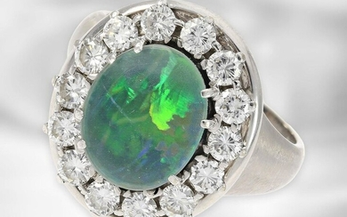 Ring: attractive white-golden brilliant ring with opal, altogether approx. 1,12ct diamonds, 18K gold