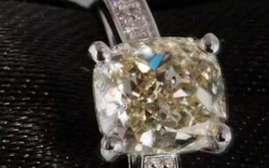 Ring with a cushion cut diamond total 1.60ct