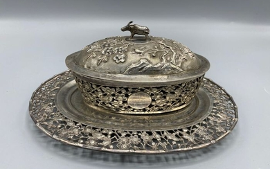 Silver export Chinese Butter box with cow buttons - Silver - China - Late 19th century
