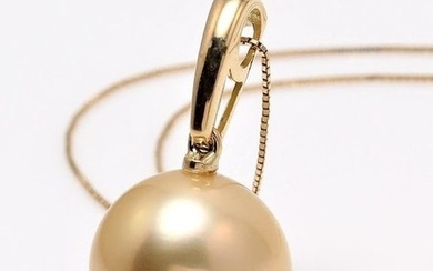 South sea pearl necklace in 18k yellow gold