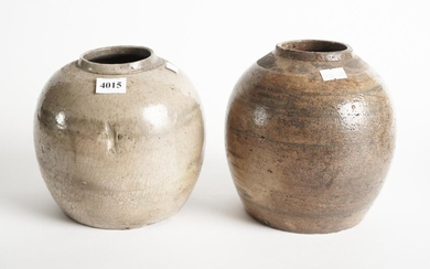 TWO LARGE CHINESE GLAZED POTTERY JARS, H.17CM, LEONARD JOEL LOCAL DELIVERY SIZE: SMALL
