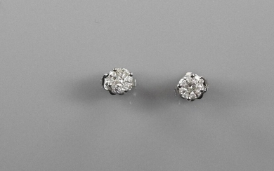 White gold earrings, 750 MM, covered with beautiful princess cut diamonds, shuttle cut, total about 0.70 carat, simulating a single stone, 6 x 6 mm, weight: 2.15gr. rough.