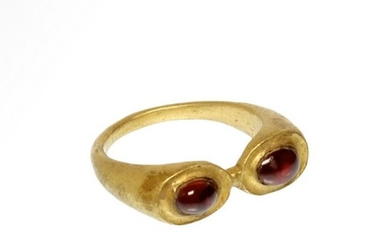 Roman Gold and Garnets Trumpets Ring, c. 2nd-3rd