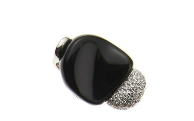 18kt white gold, onyx and diamond ring