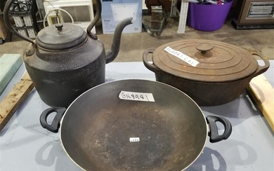 A CAST IRON KETTLE WITH CASSEROL DISH AND DOUBLE HANDLED WOK
