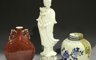 A Chinese blue and white porcelain ginger jar and cover, early 20th century, the body painted with b