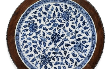 A Chinese circular porcelain plaque decorated in underglaze bluewith hardwood frame. Qing, 19th century.