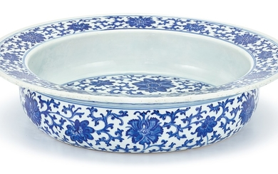 A LARGE BLUE AND WHITE BASIN QING DYNASTY, 19TH CENTURY