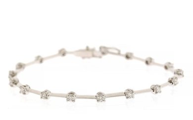 A diamond bracelet set with numerous brilliant-cut diamonds weighing a total of app. 1.01 ct., mounted in 18k white gold. F-G/VVS-VS. L. app. 18 cm.