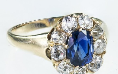 AN 18CT YELLOW GOLD SAPPHIRE AND DIAMOND CLUSTER RING