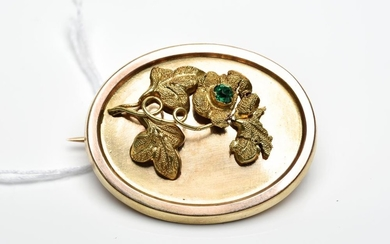 AN ANTIQUE OVAL BROOCH WITH GREEN STONE AND GLAZED PANEL TO REVERSE, IN 15CT GOLD