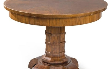 Art Decó coffee table with four semicircular legs.