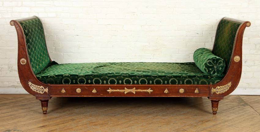 LARGE FRENCH MAHOGANY SLEIGH FORM DAY BED C.1900