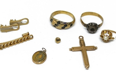 LOT of gold DEBRIS of which barrette, ring mounts, crosses etc... Gross weight 13,4 g