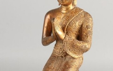 Large gilt Chinese bronze Buddha. Size: 31cm. In good condition.