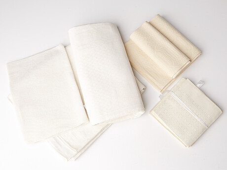 Napkins and tablecloths Servetter och dukar