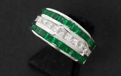 Ring with strap model in white gold (18 carat) with a central row of emerald with on both sides a row of brilliant - in total : 1,56 carat emerald and 0,81 carat blue white (F) quality brilliant (Vvs1) in princess cut with certificate of Slaets - Antwer