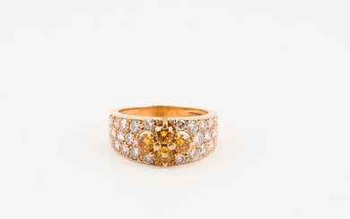 Yellow gold (750) rush ring centred on a...