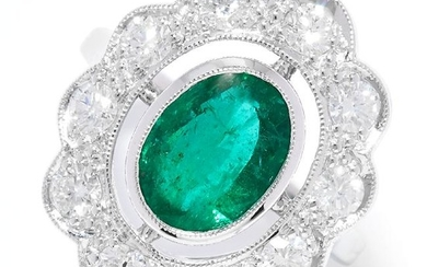 EMERALD AND DIAMOND CLUSTER RING in 18ct white gold or