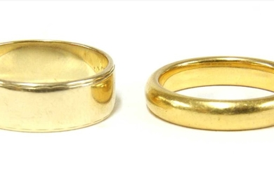A 22ct gold D section wedding ring