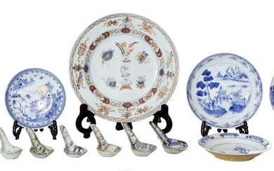 A GROUP OF FIVE CHINESE BLUE AND WHITE PORCELAIN SAUCERS