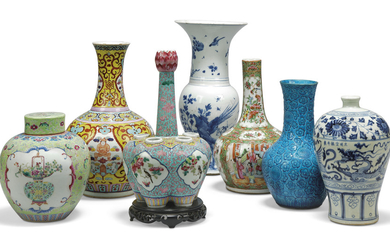 A GROUP OF SEVEN CHINESE PORCELAIN VESSELS, KANGXI PERIOD (1662-1722) AND LATER