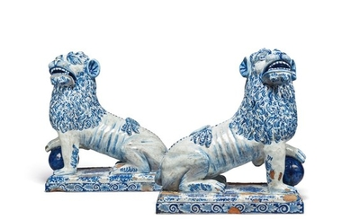 A LARGE PAIR OF CONTINENTAL FAIENCE BLUE AND WHITE MODELS OF LIONS, LATE 19TH/20TH CENTURY