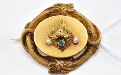 A VICTORIAN GREEN STONE AND NATURAL PEARL BROOCH IN 9CT GOLD, 5.1GMS