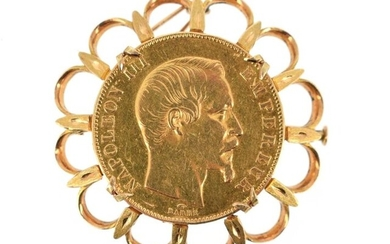 A gold coin of 50 FF Napoleon III bare head 1857 A, mounted as a brooch and pendant on 18 K (750 °/°°) yellow gold, the edge poly-lobed and openworked Gross