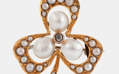 An 18k gold brooch set with pearls and a rose-cut diamond