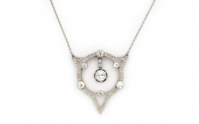 An Art Deco platinum and 14 carat white gold pendant with necklace. Set with rose and brilliant cut diamonds. Central diamond, ca. 0.50 ct, clarity VS and colour I-J. Gross weight ca. 7.6 grams. Pendant can be detached. In original box.